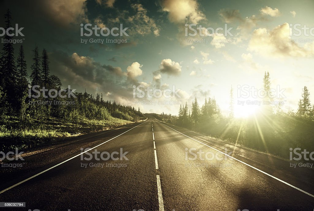 Carretera en las montañas  foto de stock libre de derechos