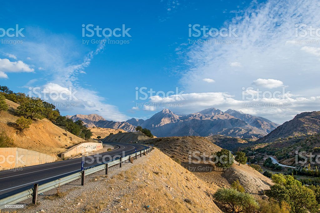 Road in the Zagros mountains between Shriaz and Isfahan, Iran stock photo