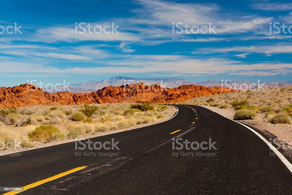 Weg in die Steinwüste. Valley of Fire State Park, Nevada, USA. – Foto