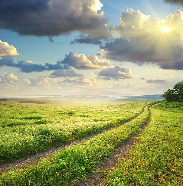 Route et du ciel profond voie. - Photo