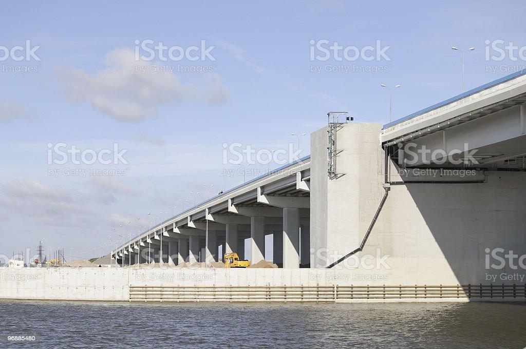Road über dem Wasser. Lizenzfreies stock-foto