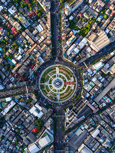 road roundabout with car lots in bangkok,thailand. - rond point carrefour photos et images de collection