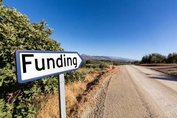 Señal de tráfico para la financiación de capital de riesgo de inicio - foto de stock