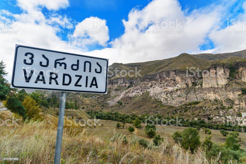 Panneau de signalisation de Vardzia cave monastère. Géorgie photo libre de droits