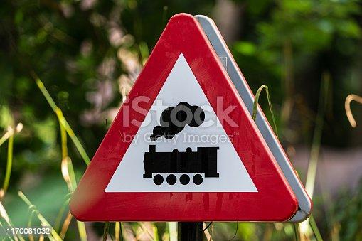 Het teken van de weg: spoorwegovergang zonder barrière