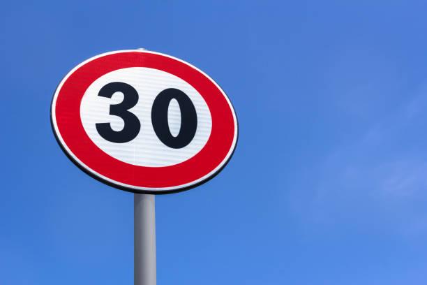 road sign speed limit - cartello stradale italia km foto e immagini stock