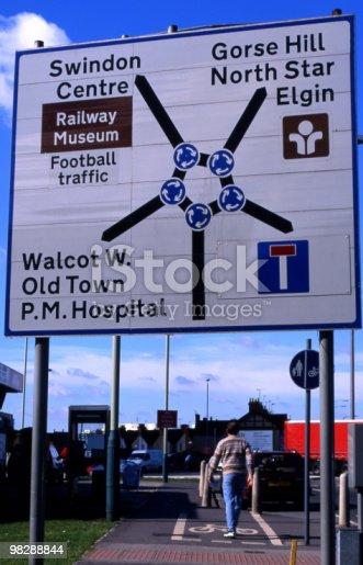Cartello Stradale Il Magic Roundabout A Swindon Wiltshire Inghilterra - Fotografie stock e altre immagini di Cerchio