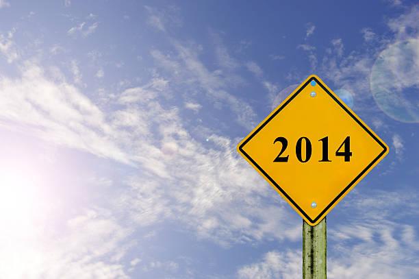 schild für 2014 mit blauer himmel hintergrund. - bundeshaushalt 2014 stock-fotos und bilder