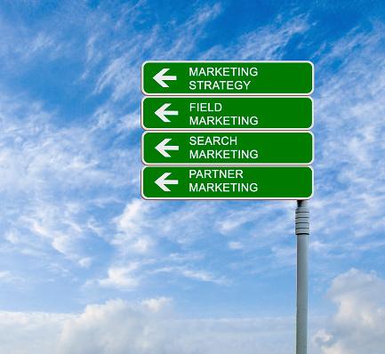 Verkeersbord Naar Marketing Strategies Stockfoto en meer beelden van Bedrijfsleven