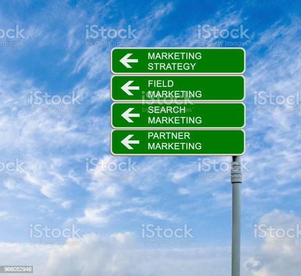 Дорожный Знак Для Маркетинговых Startegies — стоковые фотографии и другие картинки Бизнес