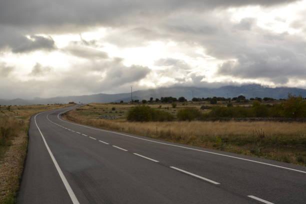 Carretera con tormenta - foto de stock