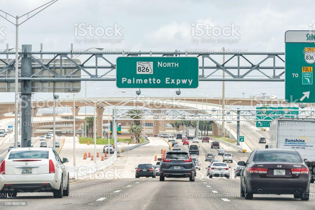 Imágenes numeradas - Página 17 Road-street-highway-green-signs-for-palmetto-expressway-in-florida-picture-id1051805708