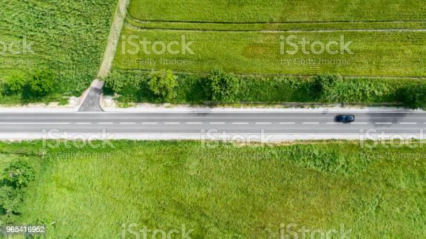 Droga Przez Obszar Rolniczy Widok Z Lotu Ptaka - zdjęcia stockowe i więcej obrazów Asfalt