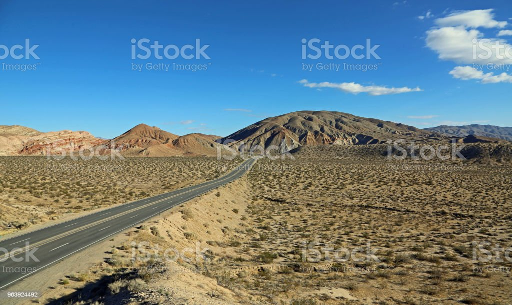 Road to El Paso Mountains - Royalty-free Beauty Stock Photo