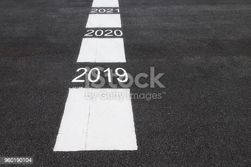 1081389658 istock photo Road to success 960190104