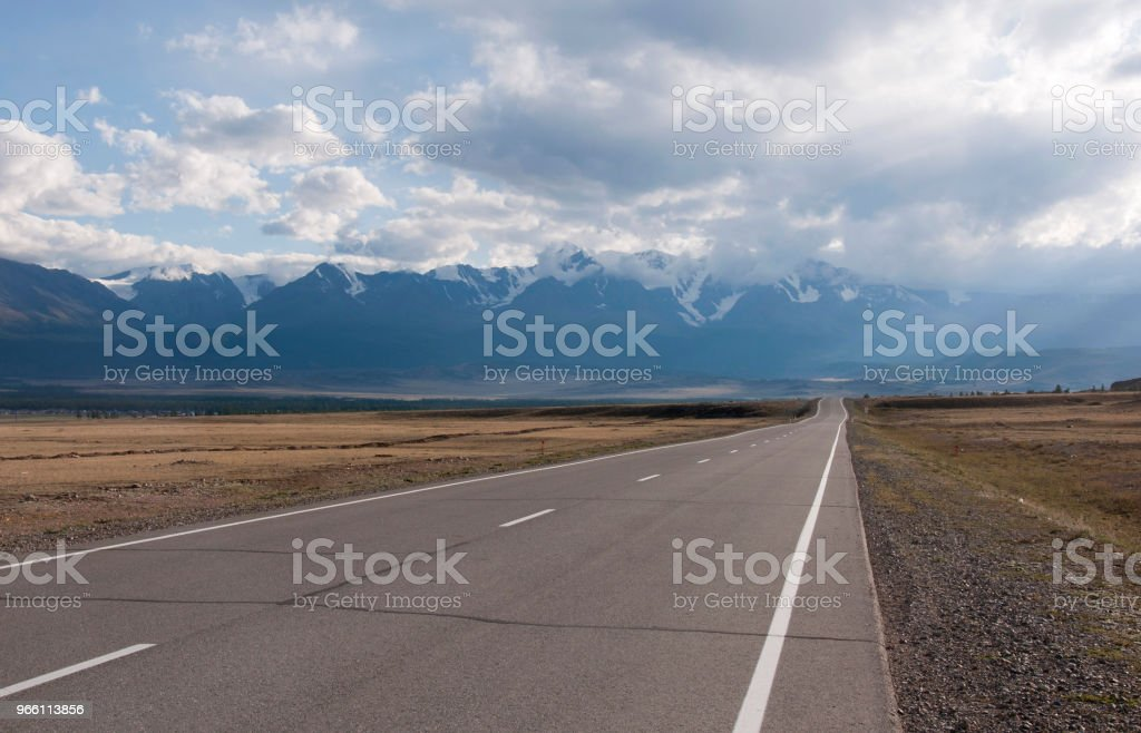 Camino a las montañas - Foto de stock de Aire libre libre de derechos
