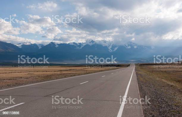 Дорога В Горы — стоковые фотографии и другие картинки Автострада