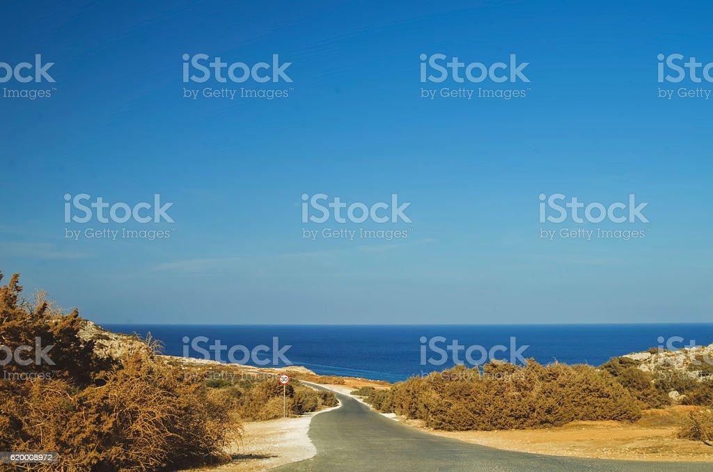 Road to the sea. Cavo Greco. Cyprus foto de stock royalty-free