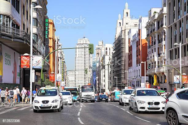Road Traffic On Gran Via Foto de stock y más banco de imágenes de Aire libre