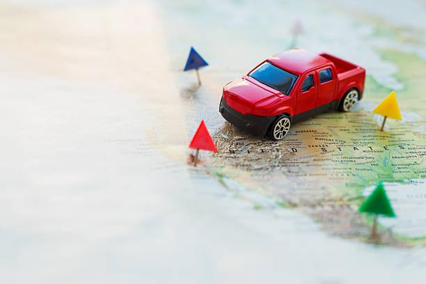 straße reise auto geht auf die karte auf dem gebiet der vereinigte staaten. - revierverhalten stock-fotos und bilder