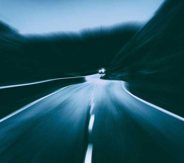 Carretera con efecto de velocidad - foto de stock