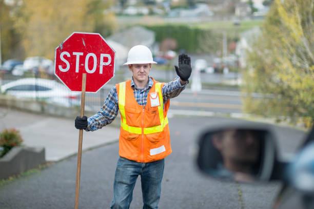 obra vial - stop sign fotografías e imágenes de stock