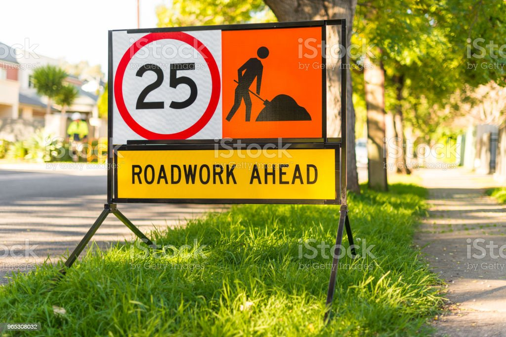 Road works 25 speed limit warning sign suburban side street zbiór zdjęć royalty-free