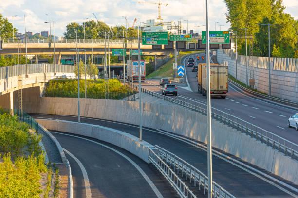 vägar som leder till tingstadstunneln och marieholmstunneln från hisingensidan.. - tunnel trafik sverige bildbanksfoton och bilder