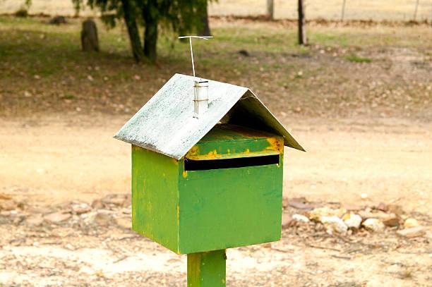 straßenrand letter box - briefhalter stock-fotos und bilder