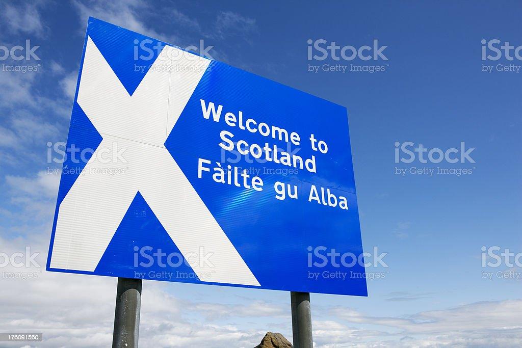 roadsign welcome to scotland stock photo