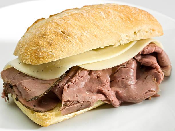 roast beef und käse-sandwich - roast beef sandwich stock-fotos und bilder