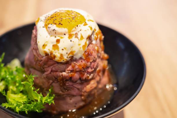 ロースト ビーフ丼 - 丼物 ストックフォトと画像