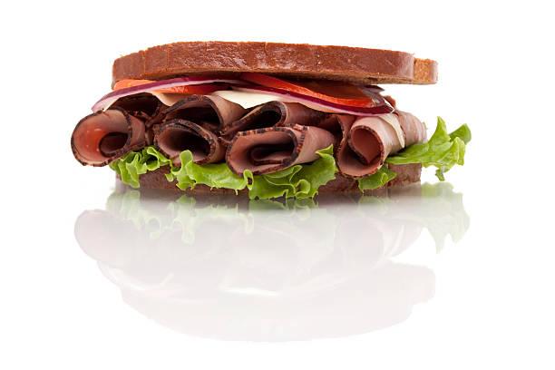 roast beef sandwich auf roggenbrot - roast beef sandwich stock-fotos und bilder