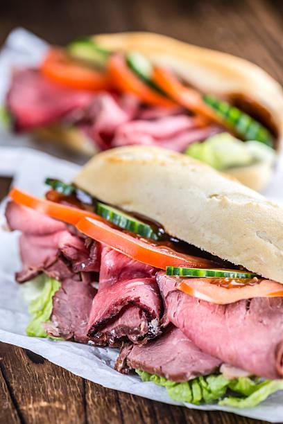 braten rindfleisch sandwich (nahaufnahme - roast beef sandwich stock-fotos und bilder