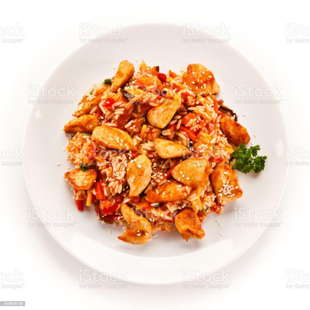 Nuggets de pollo asado y verduras - foto de stock