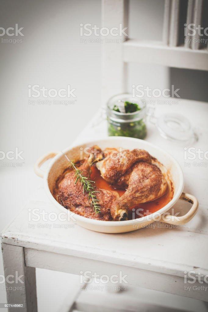 Gebratenes Huhn mit pesto – Foto
