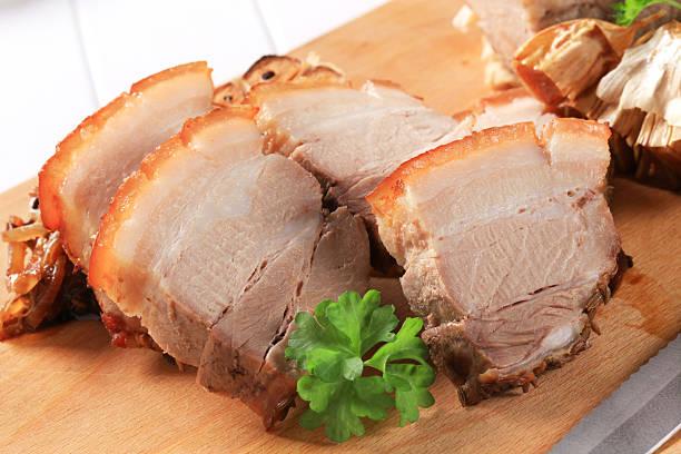 vientre de cerdo asado - tocino fotografías e imágenes de stock