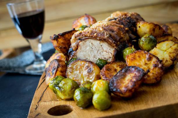 roast pork loin - jantar assado imagens e fotografias de stock