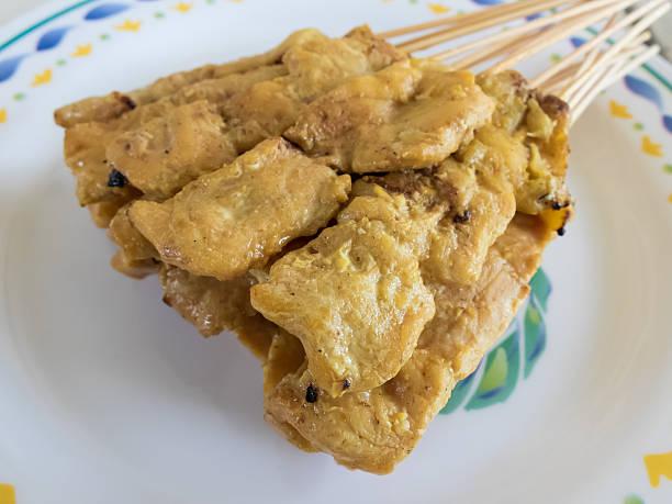 schweinebraten (moo sa tae) traditionelle thai-küche - moo stock-fotos und bilder
