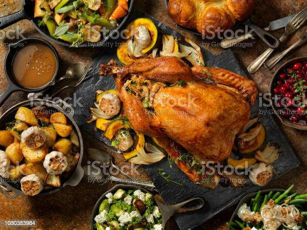 Roast Turkey Dinner - Fotografie stock e altre immagini di Arrosto - Cibo cotto