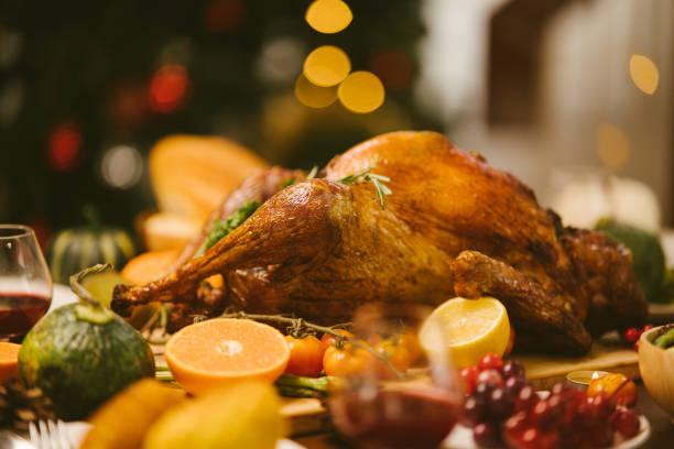 asar turquía en el día de acción de gracias. - turkey fotografías e imágenes de stock