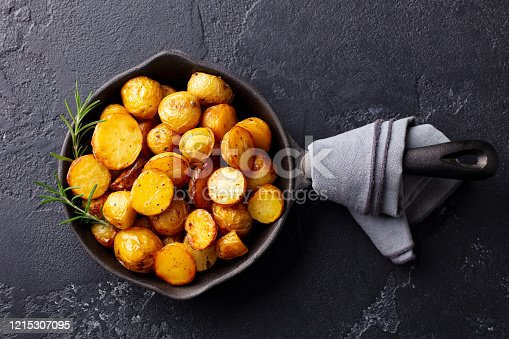 group of brown fresh potatoes SELECTIVE FOCUS