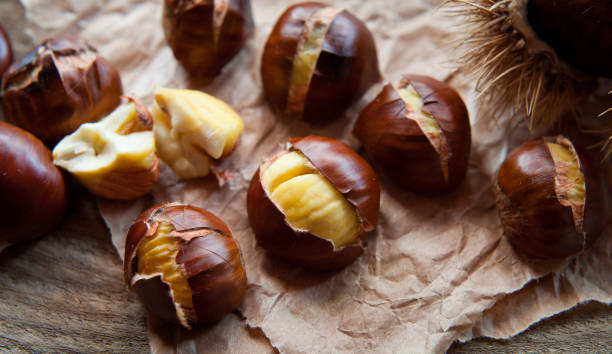 Roasted Chestnuts for Christmas - foto stock