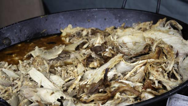 gebratener schinken - schweinegulasch stock-fotos und bilder