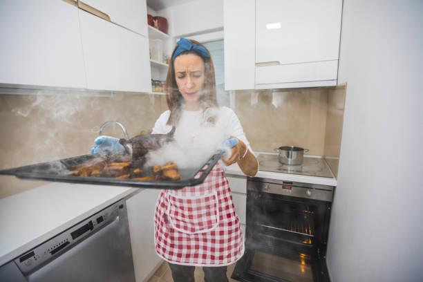 roasted dinner - burned oven imagens e fotografias de stock