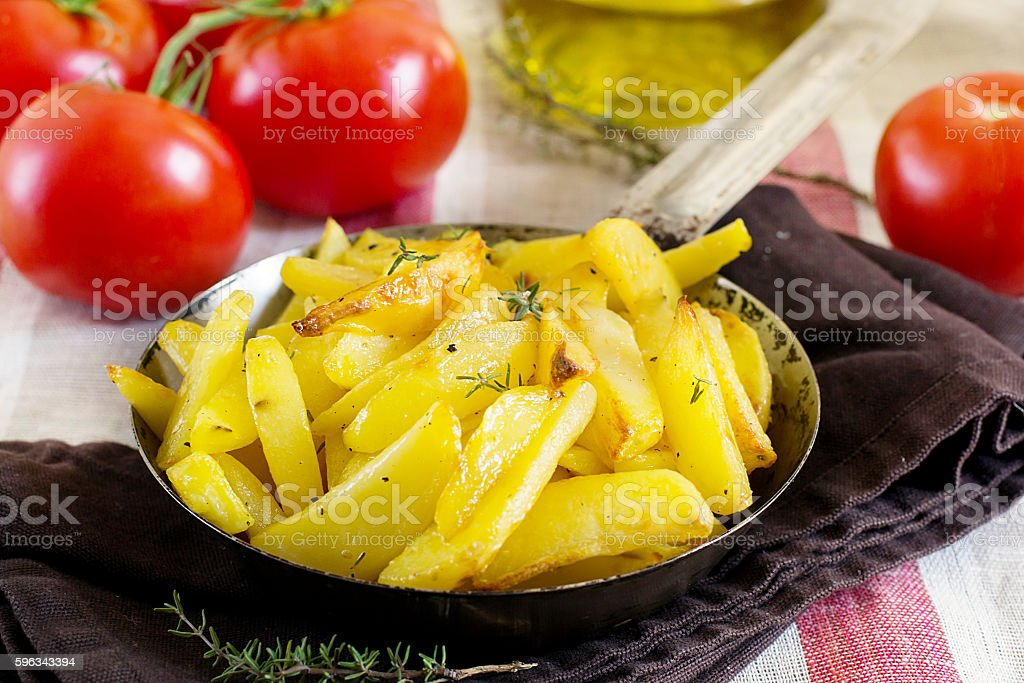 Roasted fried buttery potatoes with thyme Lizenzfreies stock-foto