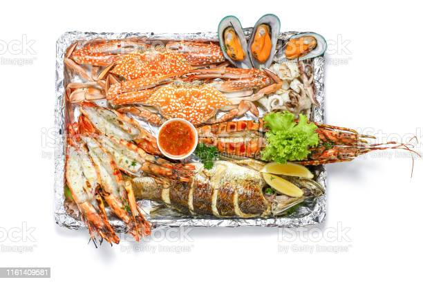 Roasted mixed seafood platter set contain lobster fish blue clab big picture id1161409581?b=1&k=6&m=1161409581&s=612x612&h=cdlt3tox jlwufdbwaohesuvized8msozakmfxfu6zi=