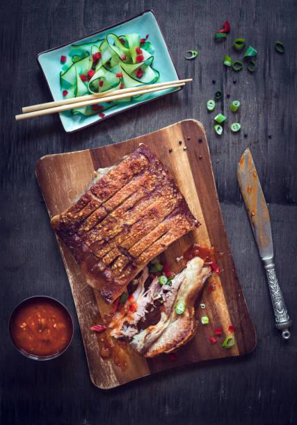 panceta de cerdo asada - tocino fotografías e imágenes de stock