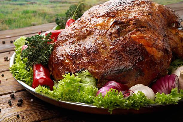 roasted pork shoulder with vegetables, meat dish - varkensvlees stockfoto's en -beelden