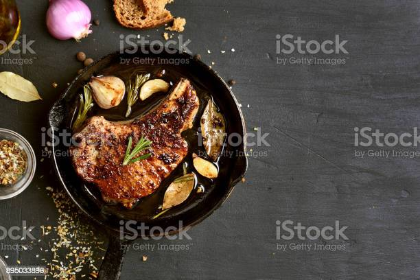 Geroosterde Varkensvlees Biefstuk Stockfoto en meer beelden van Avondmaaltijd